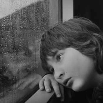 La depresión y el consumo de drogas podrían programarse desde la infancia