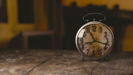 alarm-clock-clock-macro-100733-1024x576
